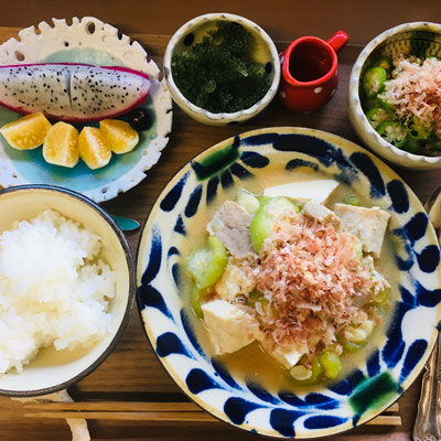 旅先の朝食:旬の沖縄食材をふんだんにつかった手作り朝食です。