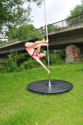 "Pole Dance Trick ""split grip aysha"""
