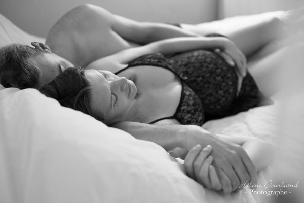 photo grossesse couple en boudoir