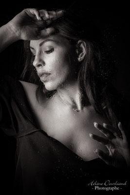photo portrait original avec une vitre