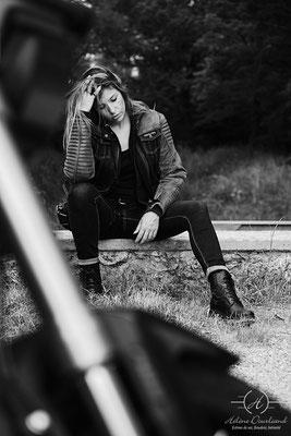 Séance photo femme avec moto