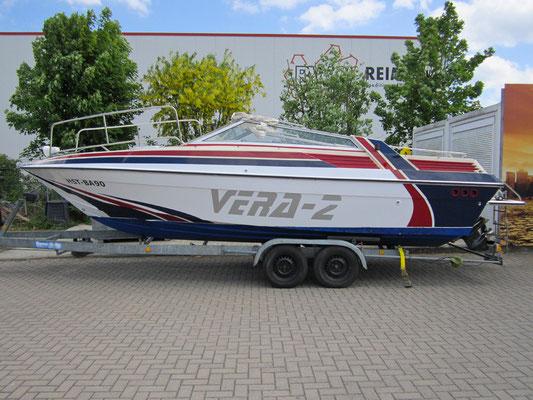 Boot mit mehrfarbigem Dekor und Süß- & Salzwasser geeignet