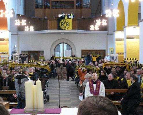 Saisoneröffnungsgottesdienst schwarz gelb Gründungskirche Tour Fussball Fieber Dortmund