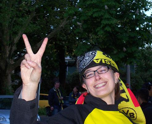 glücklicher Fan  bei Meisterumzug von Borussia Dortmund  Stadt Führung Fussball Fieber Dortmund