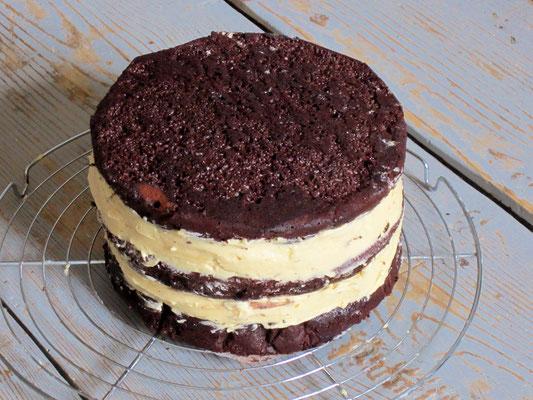 Gateau 3 étages au chocolat et crème au caramel au beurre salé