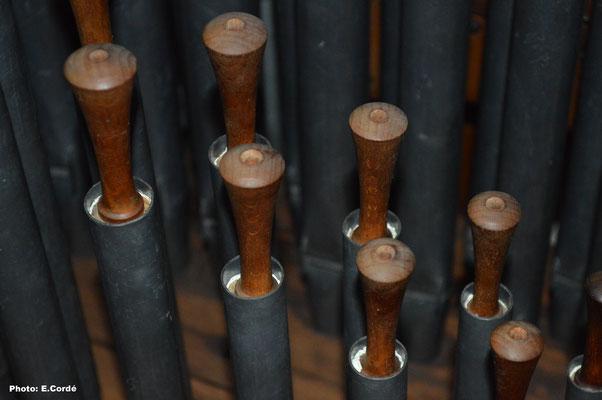 Détail du Lieblich Gedackt 8', avec ses manchons en bois tourné et percé.