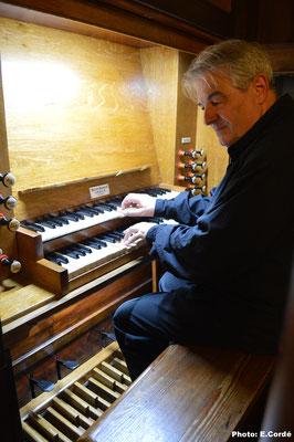 Michel Robert (organiste titulaire de l'orgue de St-Donat) lors de son concert du 2 Août 2017