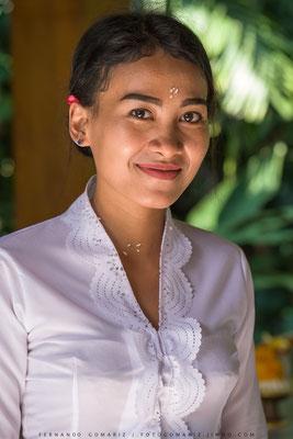 Chica balinesa / Balinese girl. Ubud. Bali. Indonesia 2018