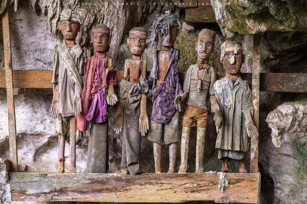 Tau tau. Efigie de madera tallada / Effigy of carved wood. Tampangallo. Tana Toraja. Sulawesi. Indonesia 2018