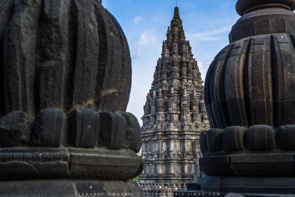 Templo hinduista de Prambanan / Hindu temple of Prambanan. Yogyakarta. Central Java. Indonesia 2018
