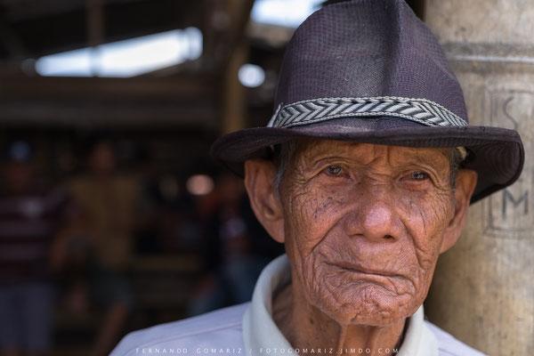 Elderly toraja man. Mercado / Market. Pasar Bolu. Tana Toraja. Sulawesi. Indonesia 2018