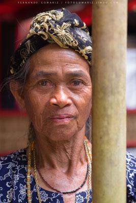 Mujer toraja / Elderly woman toraja. Ceremonia funeraria /Funeral ceremony. Rantepao. Tana Toraja. Sulawesi. Indonesia 2018