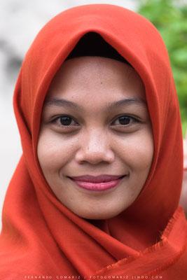 Chica musulmana / Muslim girl. Taman Sari. Yogyakarta. Central Java. Indonesia 2018