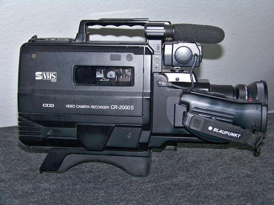 . . .  eine VHS-Kamera, Blaupunkt CR 2000 S