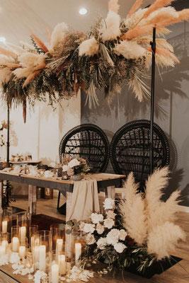 Table des mariés mariage boho moderne noir et naturel