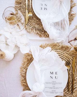 Décoration table mariage exotique minimaliste