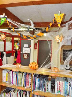 Décoration Halloween école BCD