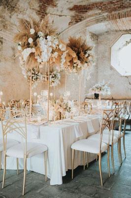 Décoration table exotique minimaliste neutre naturelle