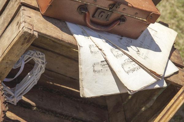Valise vintage rétro partitions musique cagette bois mariage rustique champêtre