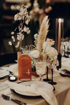 Décoration Table minimaliste noir terracotta beige