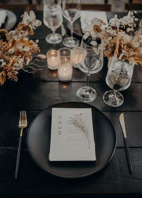 Décoration table minimaliste boho noir