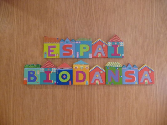 Puerta de entrada al Espacio Biodansa en Lliçà de Vall.