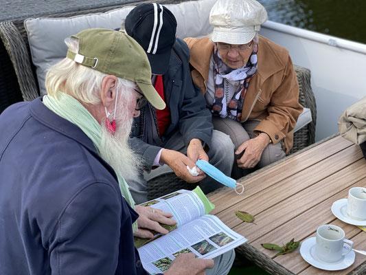 Fragen über Fragen an den Gartenbotschafter John Langley®.  Foto: Petra Schweim