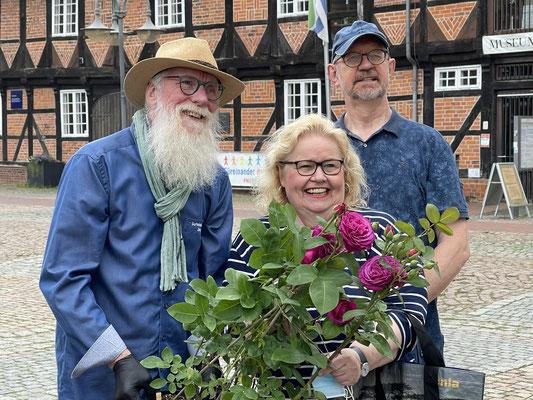 Foto: Petra Schweim. Da freuen sich Angelika Tumuschat-Bruhn Oberbürgermeisterin in Maschen, Horst und Hörsten darüber, dass sie mit ihrem und Ehemann Hans-Günther Bruhn 'Heidi Klum'® entdeckt haben.