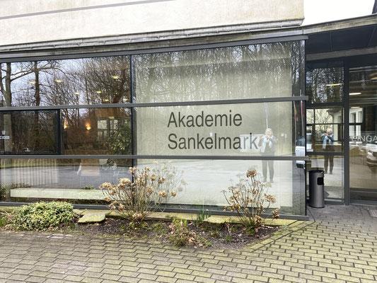 Die Akademie Sankelmark des Deutschen Grenzvereins, in der Gemeinde Oeversee südlich von Flensburg an der ehemaligen Bundesstraße 76 gelegen, ist einer der größte Träger außerschulischer Erwachsenenbildung in Schleswig-Holstein.