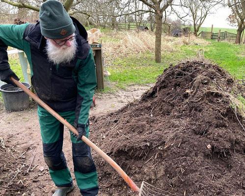 Foto: Petra Schweim Kompost belebt den Gartenboden