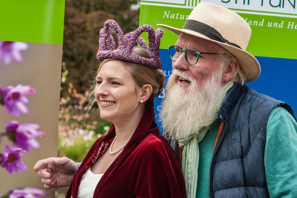 Foto: Hans Weber - Heidekönigin Sarah Winkelmann und Loki Schmidt Botschafter John Langley