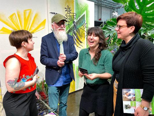 Foto: Petra Schweim,  Christiane Nebel & Lisa Thalmayr am OASIS Stand für BLOOM's GmbH, Mareike Weißenborn, Marketing-Blumengrosshandel 101