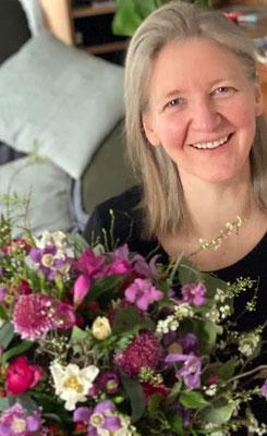 Visualisierung + Planung + IMPULSE = Petra Schweim und Blumen bilden eine natürliche Einhalt