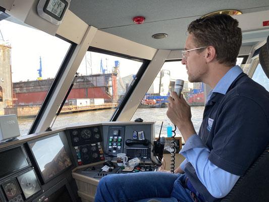 Nils Herforth Schiffsführer der Bergedorfer Schifffahrtslinie.  Foto: Petra Schweim