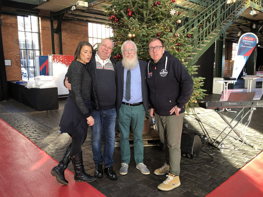 Antje Peschuk (Product Managerin) - Jens Timm (Rewe) Weihnachtsbotschafter John Langley, Sven Flohr (head of promotion & Event)