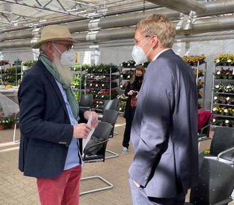 Foto: Petra Schweim - Gütezeichen - Verleihung - Geprüfte Gartenbaubetriebe  in Schleswig Holstein mit Ministerpräsident Daniel Günther
