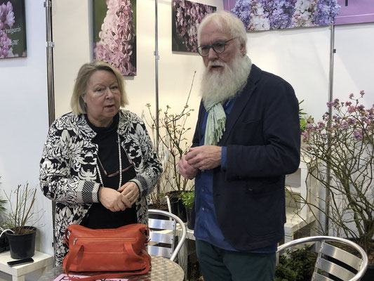Diplom-Biologin Elke Haase im Plausch mit dem Gartenbotschafter