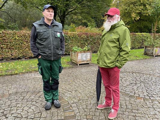 Foto: Petra Schweim - Helge Masch, Botanischer Sondergarten in Wandsbek / Gartenbotschafter John Langley