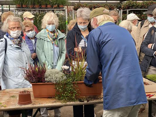 Gartenbotschafter John Langley® mag besonders die Herbstbotanik. Foto: Petra Schweim