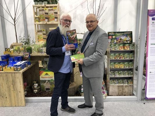 John im Gespräch mit Fachjournalist Andreas van der Beek - Aktion Artenvielfalt im g&v CreativCenter 2019