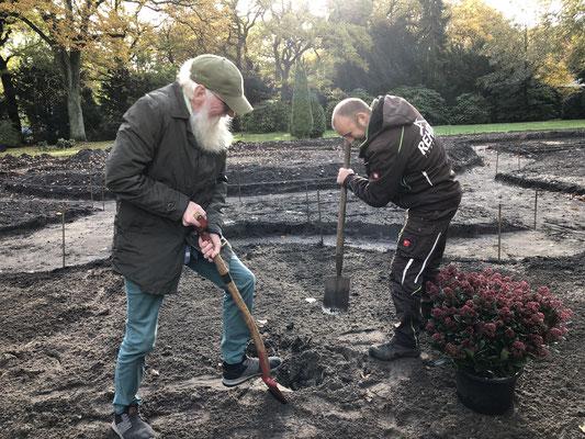 Foto: Petra Schweim - Friedhof Altona - Erinnerungsgarten mit Lars Rehder
