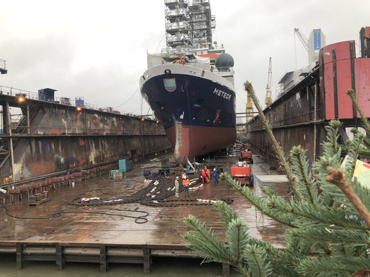 """Forschungsschiff """"METEOR"""" - wird mit einer Nordmann bedacht."""