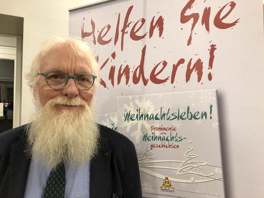 Foto: Petra Schweim - Da bin ich natürlich dabei. Mit diesem Buch helfen Sie Unfallkindern! #Weihnachtsleben! Prominente und ihre Weihnachtsgeschichten
