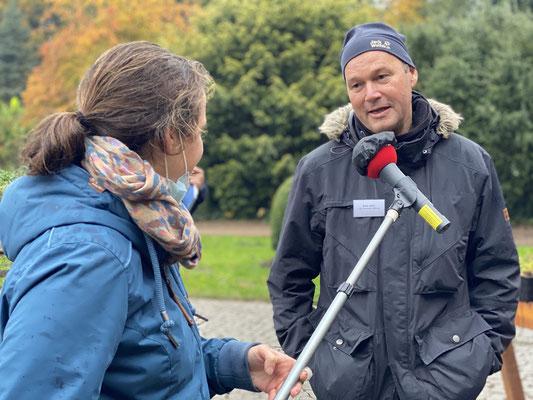 Foto: Petra Schweim - Interwiev NDR 90,3 mit Axel Jahn  Geschäftsstelle: Geschäftsführer der Loki Schmidt Stiftung