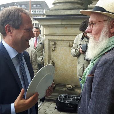 Foto: Petra Schweim mit Senator Jens Kerstan