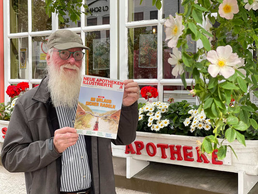 Fotos: Petra Schweim - vor der Schwan-Apotheke in Husum