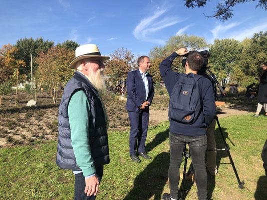 Blume des Jahres 2019 - Besenheide Calluna vulgaris - Hamburger Umweltsenator Jens Kerstan und Loki Schmidt Botschafter John Langley