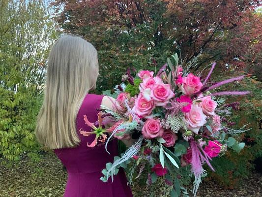 Foto: Petra Schweim - Eine unerkannte Rosenfee auf dem Weg in ihr Rosenschloss.