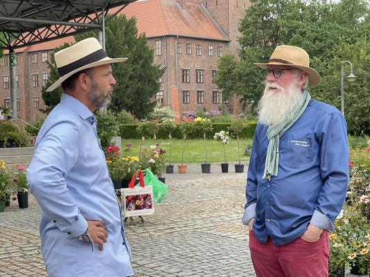 Foto: Petra Schweim - Rosengärtner & Züchter Jan D. Janßen aus Vierlanden und Gartenbotschafter John Langley®