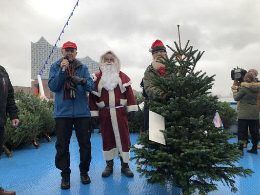 Michael Vosgerau (Moderation), Ulrich Droldner (Weihnachtsmann), Weihnachtsbotschafter John Langley